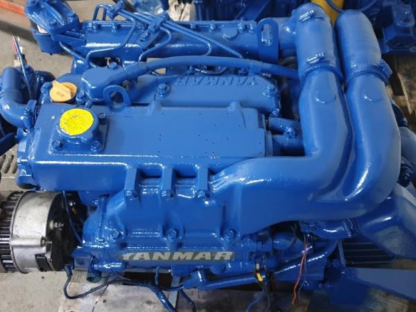 SLEVA :  vestavěné lodní motory DIESEL :  Yanmar , Reanault Marine, Volvo Penta